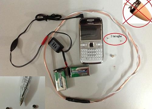 Một bộ thiết bị thu phát để gian lận thi cử bán ngoài thị trường