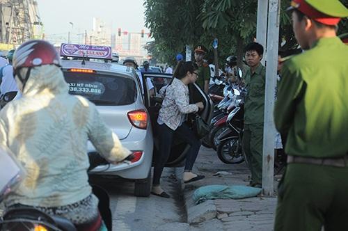 Nữ sinh này chọn taxi làm phương tiện đi thi