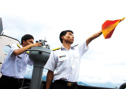 Sĩ quan trẻ trên chiến hạm Gepard 3.9 - 1
