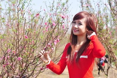 """Cùng Miss Teen """"đọ dáng"""" với hoa đào ngày cuối năm - 3"""