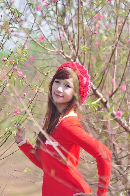 """Cùng Miss Teen """"đọ dáng"""" với hoa đào ngày cuối năm - 1"""