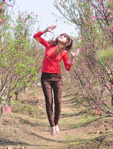 """Cùng Miss Teen """"đọ dáng"""" với hoa đào ngày cuối năm - 15"""