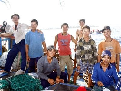 Cùng ngư dân trẻ đánh cá giữa Trường Sa - 1
