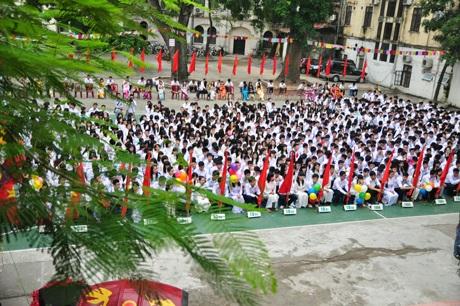 Trước sự chứng kiến của hơn 2.200 học sinh và giáo viên THPT Việt Đức