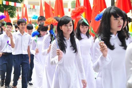 Tiếng trống khai giảng năm học mới của Chủ tịch UBND TP. Hà Nội Nguyễn Thế Thảo tại THPT Việt Đức.