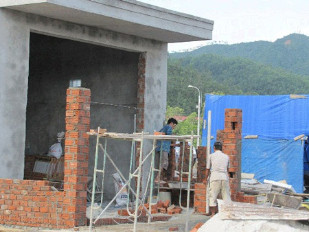 """Bí thư Nguyễn Bá Thanh """"vi hành"""", đình chỉ dự án"""