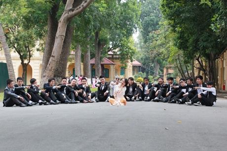 Sinh viên Kinh tế quốc dân siêu quậy ở Hoàng Thành.