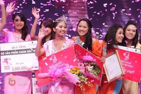 Phút đăng quang hạnh phúc của Thu Trang