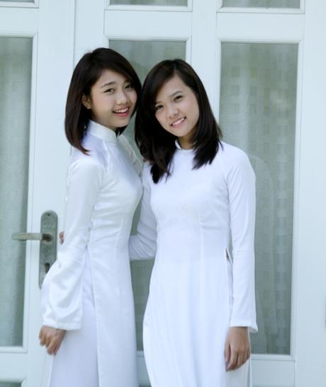 Thu Trang cùng một thí sinh khác đến từ Hà Nội - Thanh Hương. Hương cũng lọt vào top 4 ứng xử.