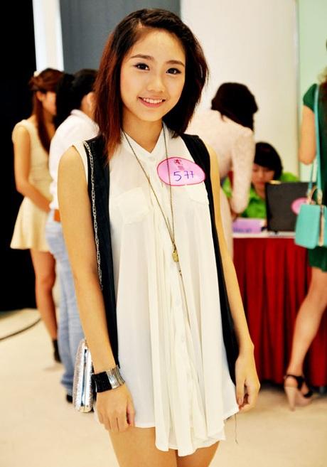 Thu Trang ở vòng loại Miss Teen. Lúc này mái tóc của cô khá xác xơ.