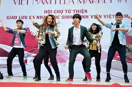 Chi Pu nhảy Gangnam style cùng St.319