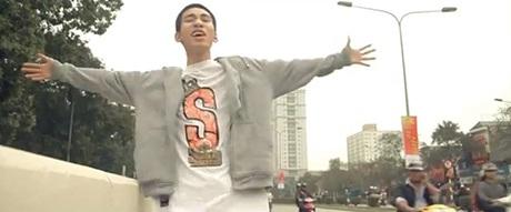 Chàng rapper ví Hà Nội quyến rũ như tranh khỏa thân