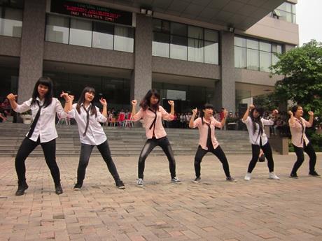 Tiết mục hiphop sôi động của CLB Dancing trong trường.
