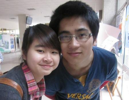 Linh và một bạn gái trong lớp.