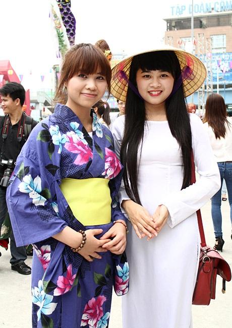 Kimono và áo dài cùng nhau khoe sắc