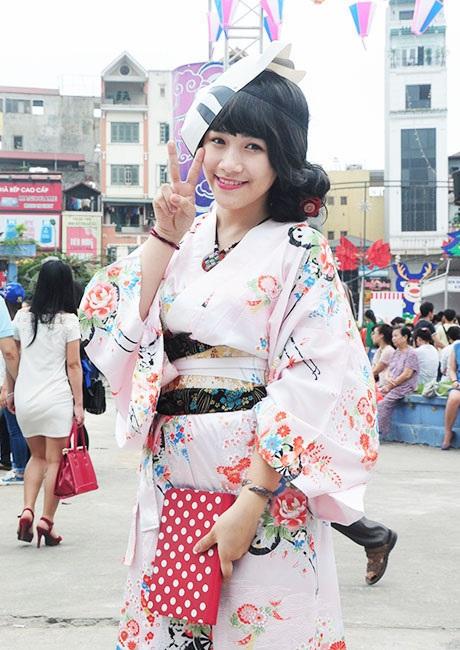 Nữ sinh Việt Nam xinh đẹp trong bộ đồ truyền thống Nhật Bản