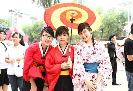 Các cô gái rất yêu thích trang phục Kimono Nhật Bản