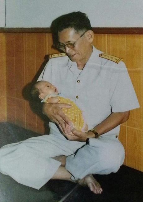 Ông nội bé Linh Chi, người đã nhiễm chất độc màu da cam trong chiến trường Khe Sanh.