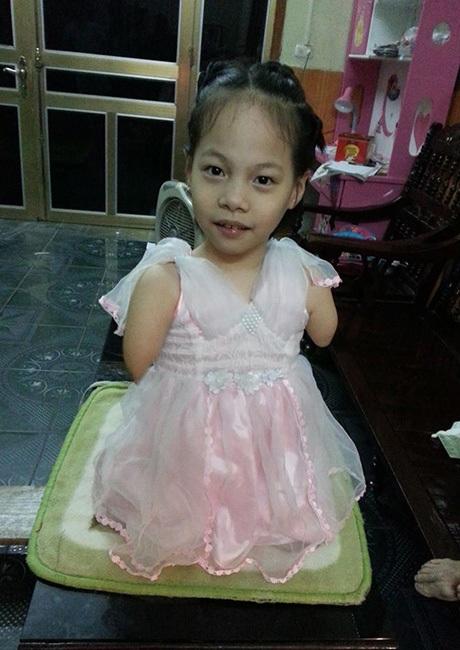 Bé Linh Chi