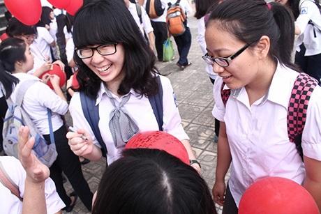 Nụ cười rạng rỡ của các bạn trẻ trong Ngày hội bóng bay