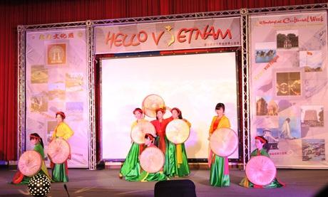 """Tưng bừng đêm diễn """"Hello Việt Nam"""" tại Đài Loan của DHS Việt"""