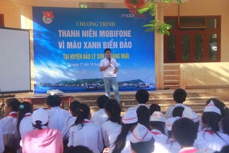 Thanh niên Mobifone tuyên truyền về môi trường cho các em học sinh