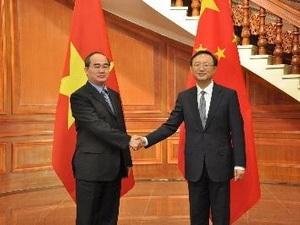 Ủy viên Quốc vụ Dương Khiết Trì tiếp đón Phó Thủ tướng Nguyễn Thiện Nhân. (Ảnh: TTXVN)