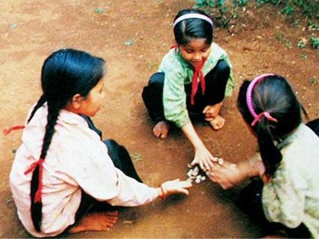 Những trò chơi dân gian thấm sâu trong ký ức tuổi thơ