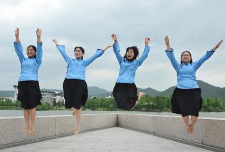 Tạo dáng nghịch ngợm của nữ sinh trường ĐH Nông nghiệp Triết Giang