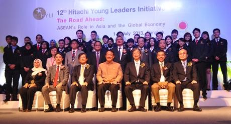 Sinh viên Việt thử sức, chứng tỏ tài năng lãnh đạo cùng bạn trẻ ASEAN