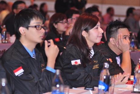 HYLI 2013 bao gồm các SV xuất sắc tới từ 6 quốc gia ASEAN và Nhật Bản.
