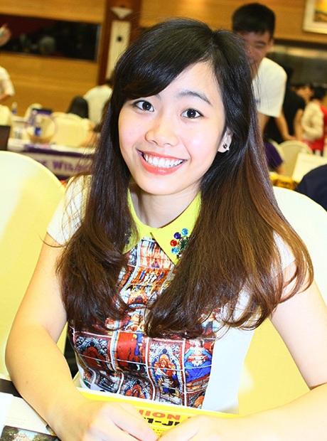 Nữ sinh chuyên Anh, THPT Hà Nội -