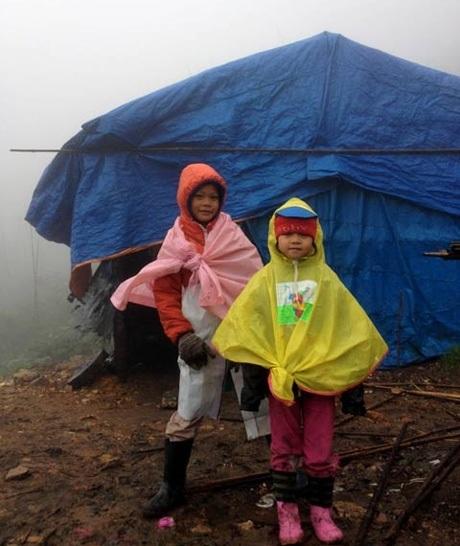 Khánh và Linh – hai con của anh Cường luôn hào hứng với những chuyến đi phượt cùng bố.