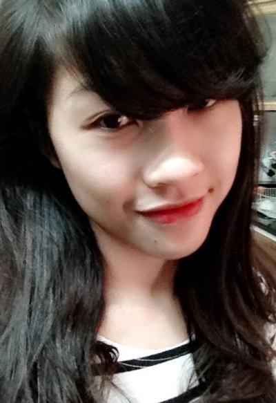 Nhân viên kiêm giáo viên Trần Ly Ly