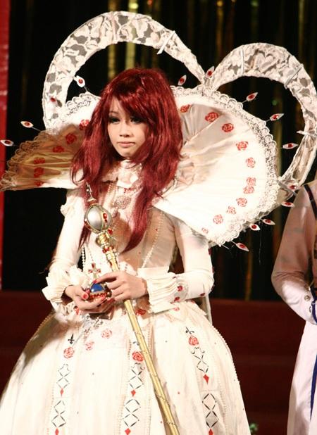 Chibi lộng lẫy trong bộ trang phục cosplay Trinity Blood. Ảnh: Mai Châm