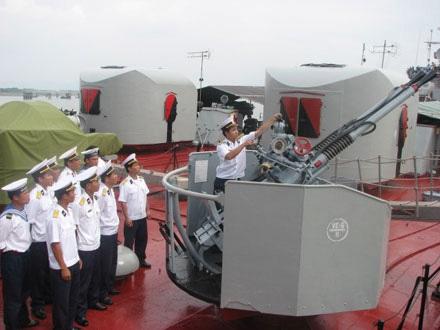 Tàu HQ-11 huấn luyện sẵn sàng chiến đấu. Ảnh: Trần Mạnh Tuấn.