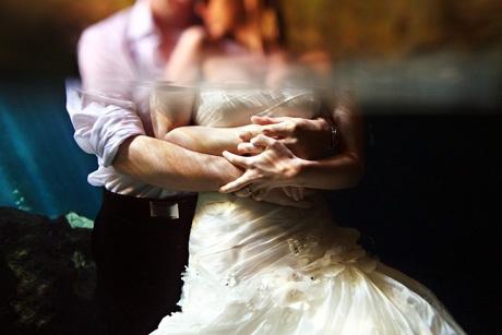 Chụp ảnh cưới dưới nước, một trong những cách lưu lại khoảnh khắc độc đáo.