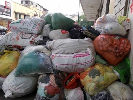 Những vật phẩm, quần áo...đã được các bạn trẻ chuyển đến đồng bào Quảng Bình thời gian qua.