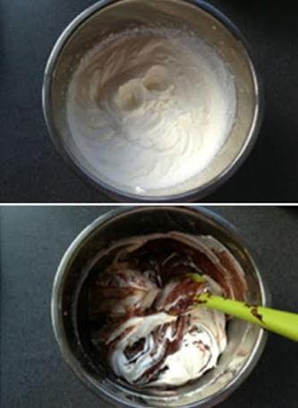 Cho kem tươi vào nồi đun thật nhỏ lửa cho đến khi sôi thì tắt bếp.