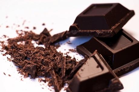 Thái vụn chocolate đen nguyên chất.