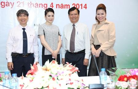 Hoa hậu Bùi Thị Hà hỗ trợ mổ mắt cho 300 bệnh nhân nghèo