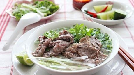 Món phở bò được quảng bá trên căn bếp ảo của Linh Trang.