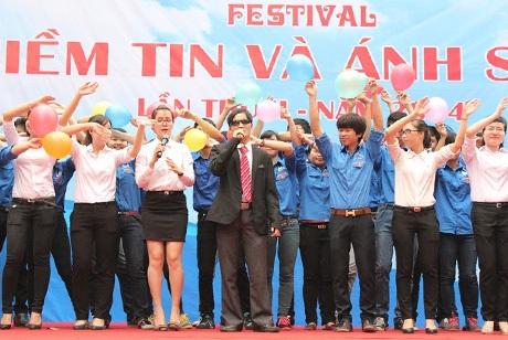 Ca sĩ khiếm thị Văn Thương – từng tham gia chương trình Việt Nam Got Talen năm 2013 và c