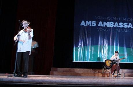 Nguyễn Ngọc Trường Giang và Đào Minh Trang đốn tim khán giả với bản hòa tấu guitar và violin