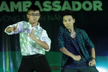 2 chàng trai đa tài Nguyễn Trịnh Quang Minh và Phạm Gia Khoa