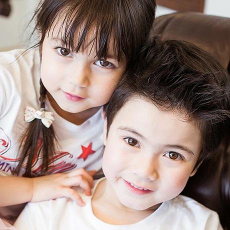Hai anh em Justin và Jenna.