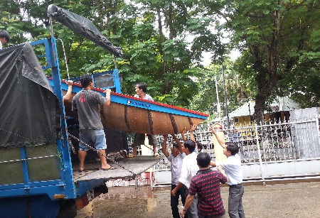 Đón nhận thuyền cứu hộ