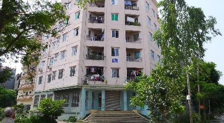 Hàngtrăm hộ dân tái định cư như nhà B4 Cầu Diễn vẫn trắng sổ đỏ (Ảnh: Ngọc Cương)