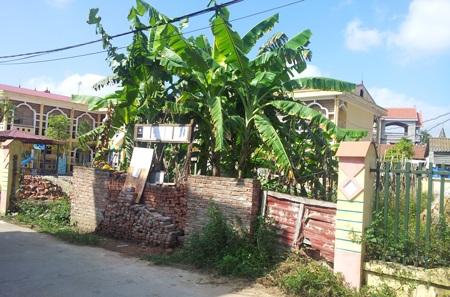 Phần đất nhà bà Oanh bị coi là lấn chiếm dù có đủ giấy tờ (Ảnh: Ngọc Cương)