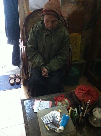 Bà Nhã bùi ngùi chia sẻ về hoàn cảnh khốn khó của gia đình